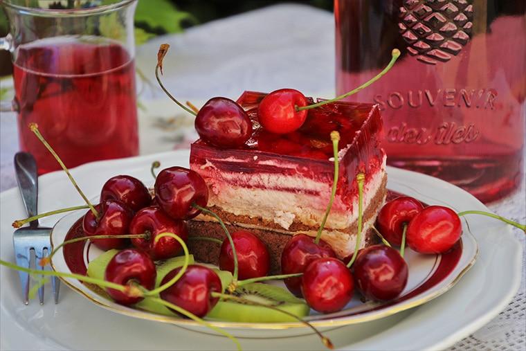 Dessert fruit rouge avec vin